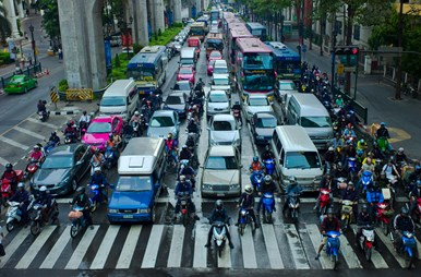 Motorcyclists_lane_splitting_in_Bangkok,_Thailand.jpg