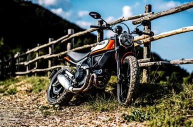 MY19_SCRAMBLER_ICON_AMBIENCE_02_UC67329_Mid.jpg